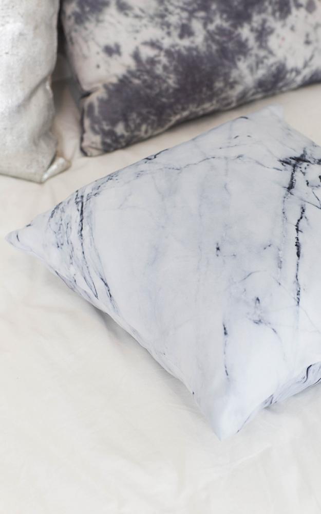 funda cojines marmol blanco