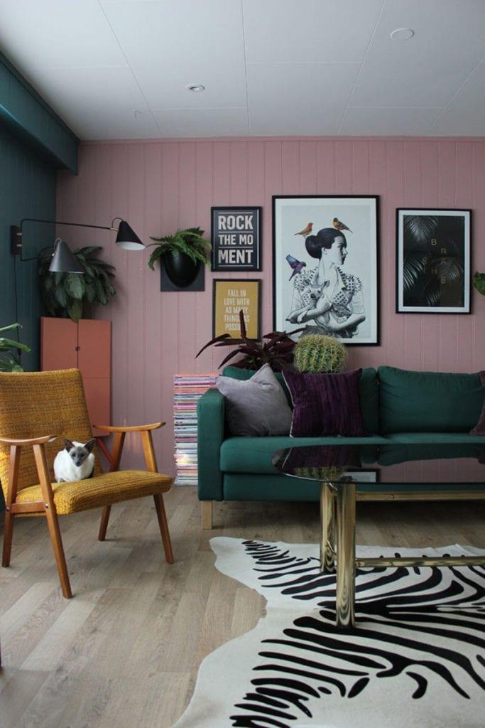 Salón verde y rosa
