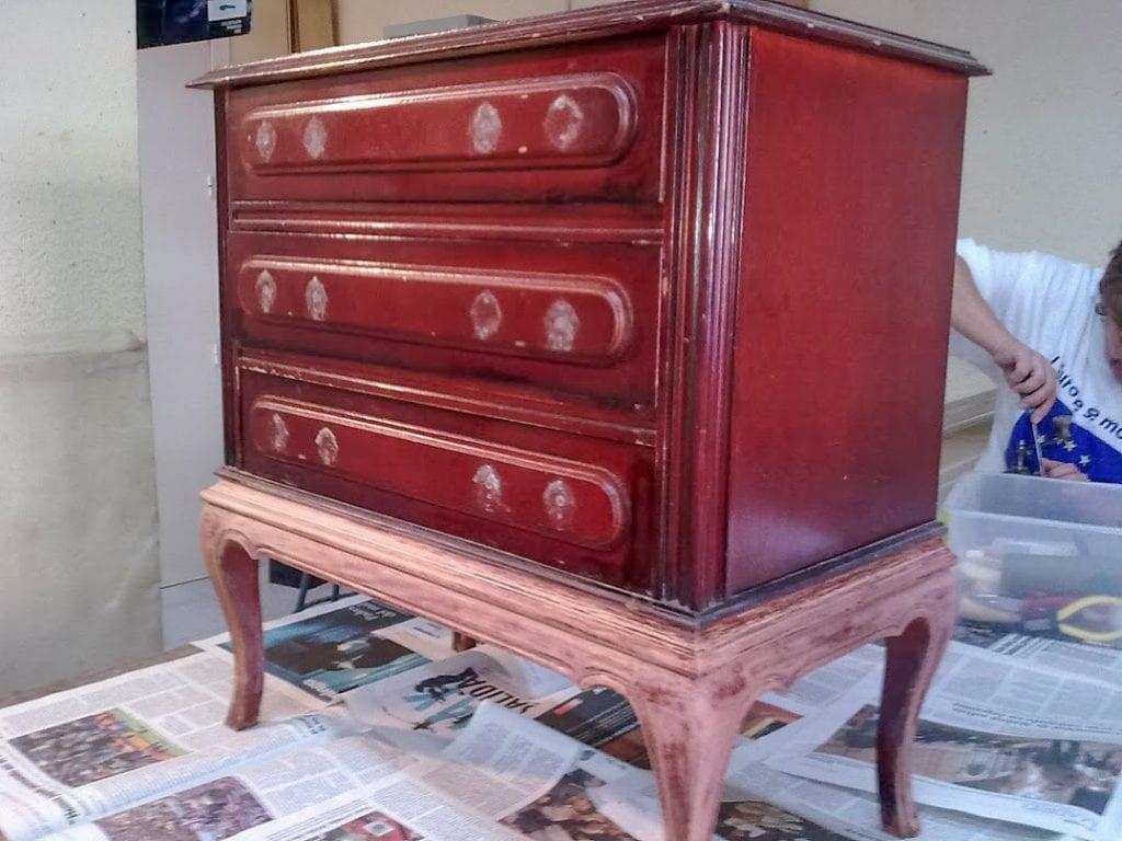 Pintar muebles de madera sin lijar finest decapar muebles for Pintar muebles barnizados