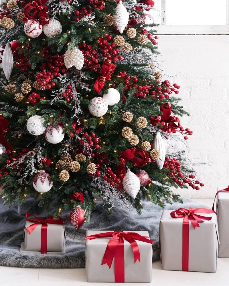 Un arbol de navidad rbol de navidad decorado sobre fondo - Ideas para decorar un arbol de navidad ...